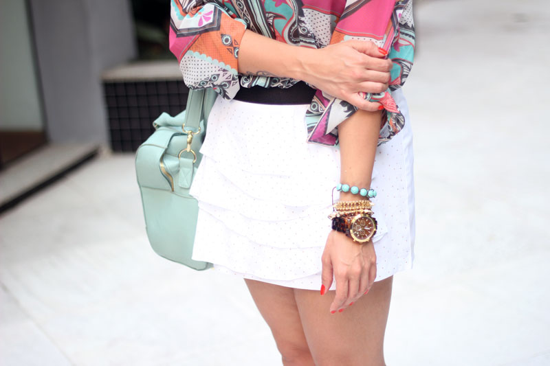 look camisa estampada saia branca claudinha stoco 9 Look Camisa Colorida e Saia Branca!