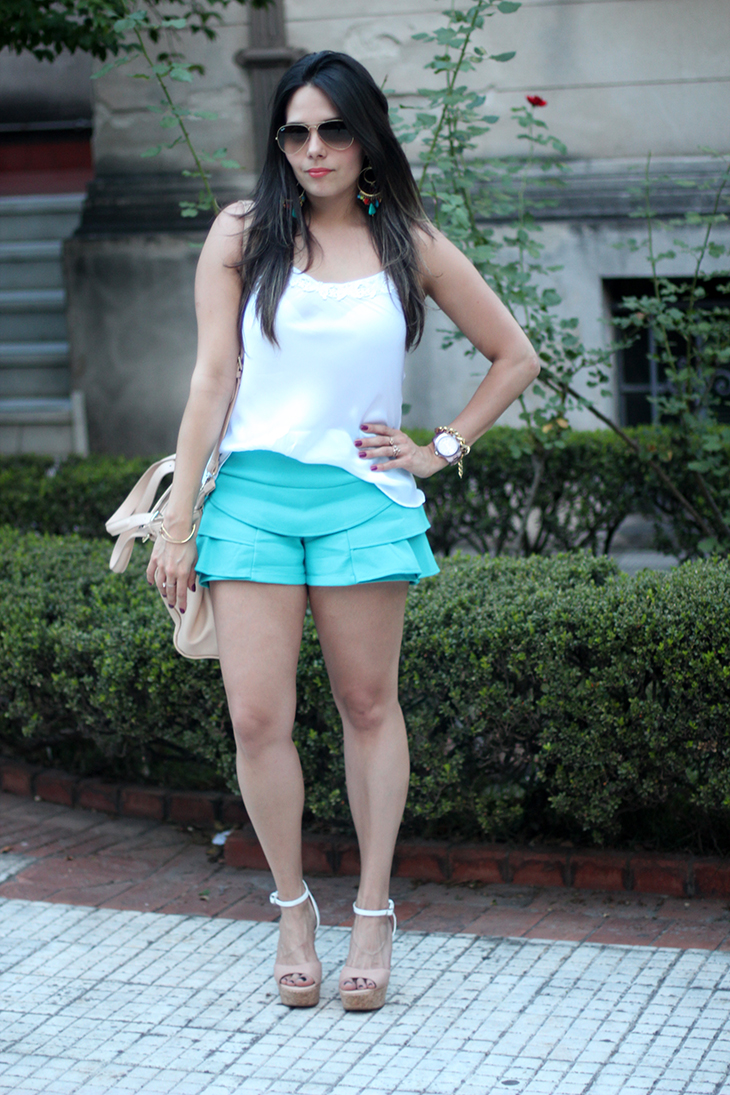 look shortinho azul claudinha stoco 3 Look: Shortinho de Babados!