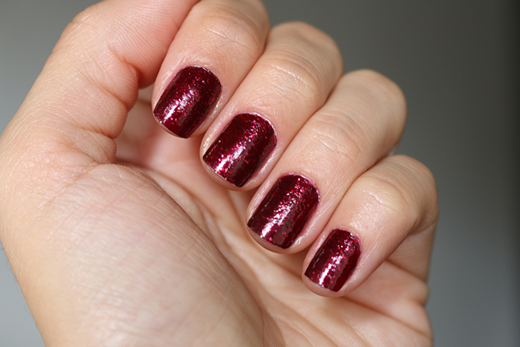esmalte-toggle-to-the-top-essie-claudinha-stoco-3